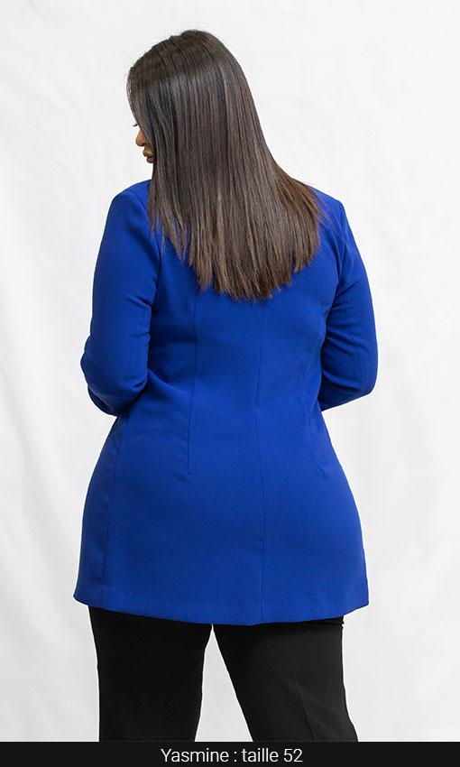 veste longue bleu roi et pantalon grande taille femme